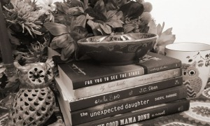 Black and white book image banner II Cropped